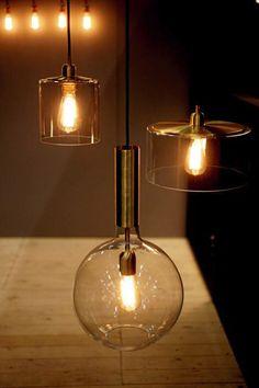 Tukholman sisustusmessujen lampuissa on hehkulamppumaista fiilistä.