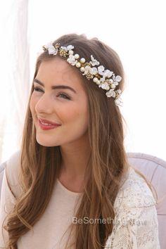 Corona flor marfil de delicadas flores y acentos de oro 12f4a71244c2