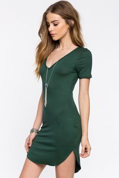 Bridget Satterlee in the perfectly cut//styled dress and with the perfect green hue to make it truly timeless. Sexy Dresses, Cute Dresses, Fashion Dresses, Cute Outfits, Elite Model Look, Urban Fashion, Girl Fashion, Looks Pinterest, Bridget Satterlee