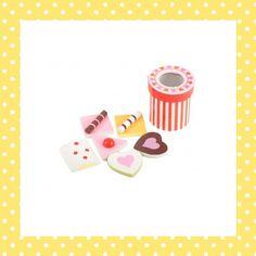 Wat is een gezellig theekransje nu zonder koekje erbij? 6 varianten van hout. http://dekinderkookshop.nl/product/koekjes-bij-de-thee/