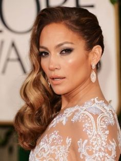 Jennifer Lopez Hairstyles: Side-swept Long Curls for an Edgy Look - Pretty Designs Side Swept Hairstyles, Formal Hairstyles, Celebrity Hairstyles, Wedding Hairstyles, Bridal Hairstyle, Graduation Hairstyles, Hairstyles 2016, Retro Hairstyles, Braid Hairstyles