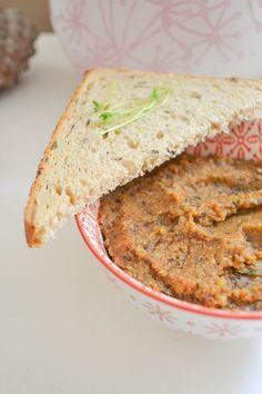 Tartinades bio vegan aux lentilles, carottes et cumin. Une source gourmande de protéines végétales complètes. Une bonne idée pour l'apéro !