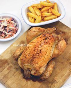 Gepekelde kip met zelfgemaakte frieten en coleslaw. Door het pekelen wordt dit gebraden kippetje extra mals en sappig.