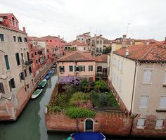 Bright apartment with canal view - VRBO