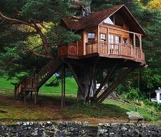 3 Unique Ideas To Build Tree House Architecture : Tree House Ideas. building a house,green environment,tree architecture design,tree house building,tree house ideas Outdoor Buildings, Tree House Designs, Forest House, Cabins In The Woods, Log Homes, Tree House Homes, Play Houses, Houses Houses, Hobbit Houses