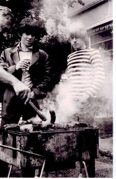 Those boys are Smokin! Keith Richards, Brian Jones and somebody's right arm stoking. The Rolling Stones, Brian Jones Rolling Stones, Rock N Roll, Rollin Stones, Ron Woods, Moves Like Jagger, Charlie Watts, Foto Casual, King Richard