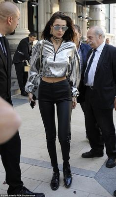 Bella Hadid shows off her slim waist at Milan Fashion Week | Daily Mail Online