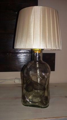 Lampara realizada con botella y utilizada la técnica decoupage con servilletas para decoración