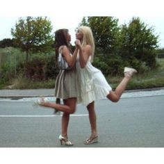 Poses for you & the best friend!!(: Definatly gonna be tryin some of these!  I ADORE this one!!