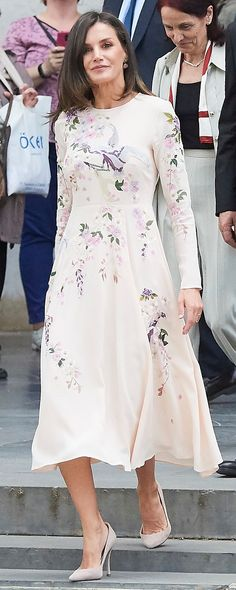 Queen Letizia brings back pretty ASOS embroidered dress for Red Cross Day Ceremony Style Icons Inspiration, Princess Of Spain, Estilo Real, Queen Letizia, Red Cross, Royal Fashion, Wedding Wear, Beautiful Celebrities, Pretty Dresses