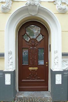 Haustür holz grün  Klassische Holz-Haustür nach traditionellem Vorbild in kräftigem ...