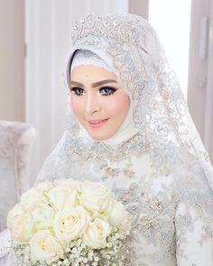 "145 Likes, 3 Comments - VIZZILY MAKEUP ARTIST OFFICIAL (@vizzily) on Instagram: ""#BridesbyVizzily #AkadNikah #FLAWLESS Makeup & Hijab by ME @vizzily for Miss Desy Oktavia in…"""