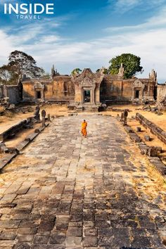 Preah Vihear - a Hindu temple of Shiva on the border between Cambodia and Thailand, in the Dangrek Mountains, about 160 km north-east of Angkor. Laos, World Travel Guide, Asia Travel, Travel Pics, Vacation Travel, Cambodia Travel, Hindu Temple, Angkor Wat, Pilgrimage