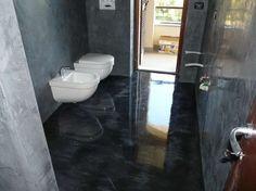 Pavimenti in resina - Piccolo bagno con pavimento in resina