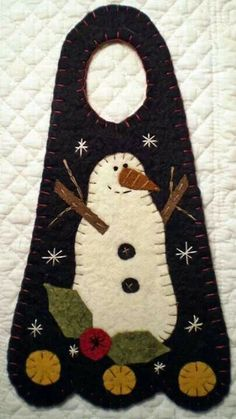 Oley Valley Primitives ~ Designers of Patterns for Penny Rugs, Wool Felt projects, Santas and other Seasonal Decor. Penny Rug Patterns, Wool Applique Patterns, Felt Patterns, Felt Applique, Print Patterns, Felt Christmas Ornaments, Noel Christmas, Christmas Crafts, Xmas