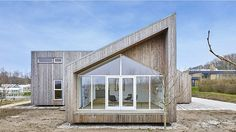 Danish firm, Een til Een, has unveiled the ultra-sustainable Biological House, which was built with green building materials created out of agricultural residues. Sustainable Building Design, Sustainable Architecture, Architecture Design, Green Architecture, Nachhaltiges Design, House Design, Green Building, Building A House, Building Ideas