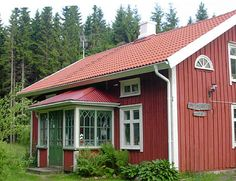 Swedish Cottage, Red Cottage, Red Houses, Little Houses, Sweden House, This Old House, Charming House, Front Door Colors, Cabins And Cottages