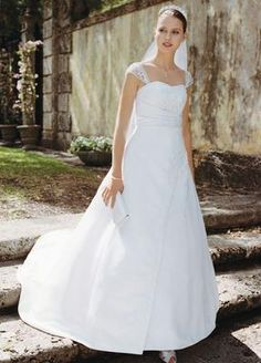 David's Bridal T8612: buy this dress for a fraction of the salon price on PreOwnedWeddingDresses.com