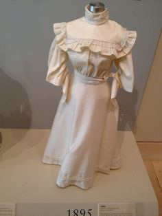1895 fashion silhouette