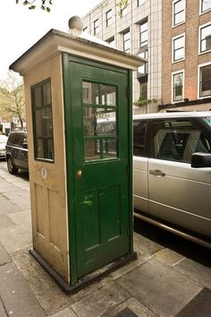 Old Style Phone Kiosk On Dawson Street | Dublin (Ireland)