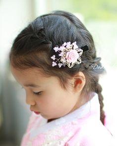 Hanbok pin. Tongs Pink Rose Garden W11,000  http://dodamdodam.com/goods_detail.php?goodsIdx=3592