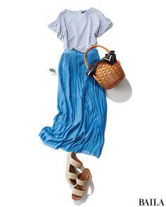 休日は、今年らしいシルエットのトップスに、揺れるプリーツスカートを合わせて。サンダルやカゴバッグでカジュアルダウンすれば、リラックス感も完璧。洋服をブルーのワントーンで仕上げれば、さらにトレンドらしい雰囲気に。涼やか見えするので、夏の好感度アップにも一役! ブラウス¥18000/・・・ Pop Punk Fashion, Gothic Lolita Fashion, Daily Fashion, Love Fashion, Womens Fashion, Emo Dresses, Fashion Dresses, Punk Rock Outfits, Emo Outfits