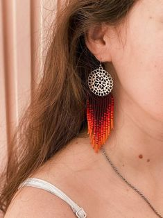 Absolutely gorgeous red and burgundy ombre earrings on an ethnic brass top. Theyll add a magic sparkle to your daily or evening boho outfit! ✔ Made with high-quality Czech beads. ✔ Strong weaving thread used. ✔ Stainless steel hooks, suitable for sensitive ears (can be replaced for sterling silver) Fringe Earrings, Beaded Earrings, Beaded Jewelry, Beaded Bracelets, Brick Stitch Earrings, Bohemian Look, Resin Necklace, Sensitive Ears, Boho Outfits