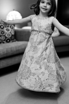"""""""It Spin Around?"""" A Molly Size Freebie Dress Pattern. Little Comet Tails"""