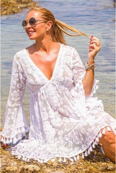 As a lover of the Ibiza style you'll love the items from Antica Sartoria. This trendy label is characterized by the many gypsy influences, eyecatching details a Ibiza Fashion, Irish Crochet, Lace Fabric, Ibiza Style, Boho Style, Short Dresses, Cover Up, White Dress, Bohemian