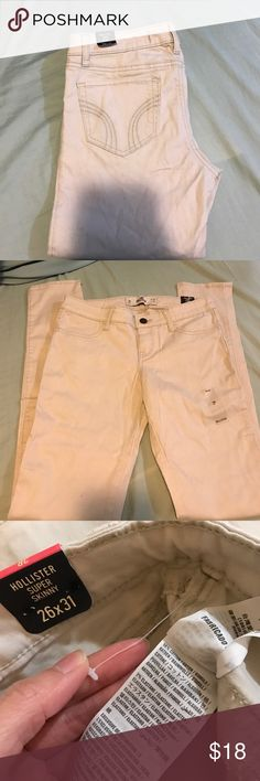 Super skinny pants NWT Hollister super skinny pants/ color:light cream/ light tan/ no front pockets/two back pockets. Hollister Pants Skinny