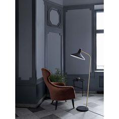 Gubi's G-10 floor lamp, black - brass