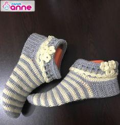 Tığ İşi Kolay Bayan Çorap Yapımı Tığ İşi Kolay Bayan Çorap Yapımı Canimanne.com dan herkese merhabalar, bu anlatımımızda yine sizlerden gelen istek çorap anlatımını yap...  #örgüçorapmodeli #örgüçorapyapımı #tığişi Crochet Bedspread, Crochet Slippers, Weaving, Socks, Knitting, Model, How To Make, Fashion, Crochet Coat