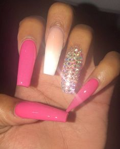 Prized by women to hide a mania or to add a touch of femininity, false nails can be dangerous if you use them incorrectly. Types of false nails Three types are mainly used. Aycrlic Nails, Bling Nails, Hair And Nails, Acrylic Nail Shapes, Best Acrylic Nails, Gorgeous Nails, Pretty Nails, Fire Nails, Birthday Nails