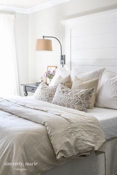 I& sharing an easy farmhouse style headboard tutorial with you guys. I& sharing an easy farmhouse style headboard tutorial with you guys. This is an affordable and easy headboard to build and It& a great first time project. Easy Home Decor, Home Decor Bedroom, Bedroom Ideas, Master Bedroom, Bedding Decor, White Bedroom, Design Bedroom, Bedroom Furniture, Bedroom Apartment