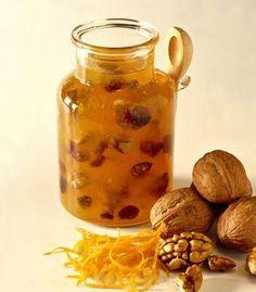 Jam with nuts - Confettura con le noci Jam Recipes, Sweets Recipes, Italian Recipes, Marmalade Jam, Christmas Food Gifts, Christmas Recipes, Romanian Food, Beautiful Fruits, Liqueur