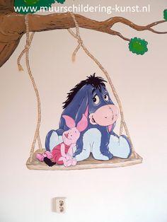 Tover je babykamer om tot een klein paleisje met een originele babykamer muurschildering van Winnie the Pooh en vriendjes. Bekijk het uitgebreide portfolio.