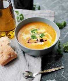 Kürbissuppe ist der Klassiker, super einfach nachzumachen und soo lecker! Ein absolutes Muss im Herbst. Hier gehts zum Rezept.
