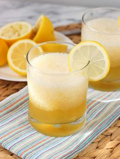 Frozen Gold Rush Cocktail - this naturally-sweetened, honey and lemon flavored bourbon-based cocktail is blended with ice for a refreshing summer drink. mysequinedlife.com