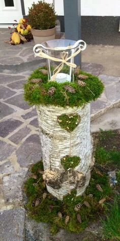 With simple and inexpensive tree trunks, you make the most beautiful decoration for this winter – DIY Idees Creatives Outdoor Christmas, Christmas Crafts, Christmas Decorations, Xmas, Deco Champetre, Deco Nature, Navidad Diy, Garden Deco, Deco Floral