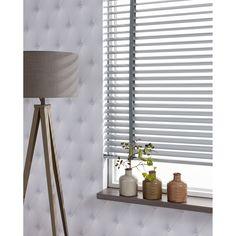 Shutters zorgen niet alleen voor zonwering en privacy, het zijn ook sfeervolle blikvangers! #raam #raamdecoratie #kwantum #wonen #interieur #shutters