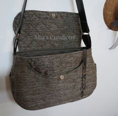 Mia's Creations: Saddle Bag with link to free pattern and instructions