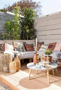 26 Backyard Upgrades on a Budget - Draussenzimmer - Garden Deck Outdoor Areas, Outdoor Rooms, Outdoor Living, Outdoor Furniture Sets, Outdoor Decor, Outdoor Seating, Lounge Seating, Garden Seating, Garden Table