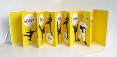 Libro acordeón de Artes Mariscal-tarjeta hecha a mano en amarillo y negro w/cubierta de encuadernación personalizada encargo uno de una clase