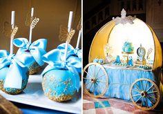 candy bar thématique pour anniversaire - calèche, gâteau et pommes sucrées en bleu clair