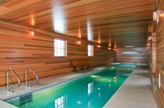 piscina interior paredes revestidas de madera