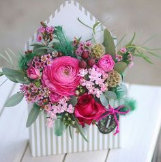 Notice the tiny flowers Flower Box Gift, Flower Boxes, Flower Cards, My Flower, Art Floral, Floral Design, Sola Flowers, Paper Flowers, Wedding Flowers