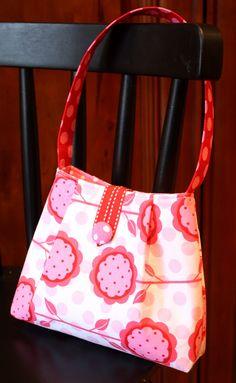 The cutest DIY purse. Love it. http://7layerstudio.typepad.com/7_layer_studio/2010/03/tutorial-for-little-clutch-purse.html