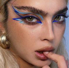 Dope Makeup, Edgy Makeup, Eye Makeup Art, Fairy Makeup, No Eyeliner Makeup, Crazy Makeup, Blue Eyeliner, Blue Eyeshadow, Unique Makeup