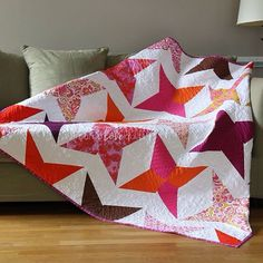 stunning modern quilt with red Stars on a crisp white , made by mamalovesquilts (IG)