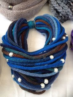 Perlen Spitzenschal Шарф из шнурков с бусинами Perlen Spitzenschal Knitting Projects, Crochet Projects, Knitting Patterns, Crochet Patterns, Crochet Scarves, Knit Crochet, Spool Knitting, Knitted Necklace, Finger Knitting